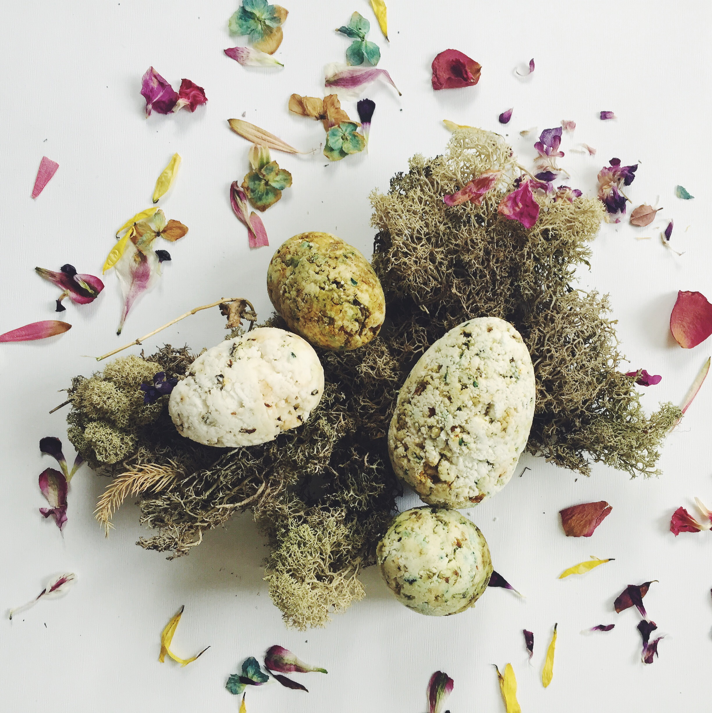 natural easter egg bath bomb diy with flowers